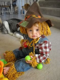 scarecrow costume made from a pair of overalls.and a lot of yarn! Toddler Costumes, Cute Costumes, Baby Costumes, Ghost Costumes, Costume Ideas, Halloween Costumes Scarecrow, Halloween Kids, Halloween Halloween, Vintage Halloween