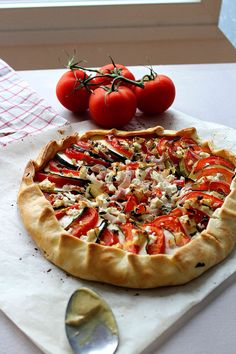 Tomato, zucchini and feta cheese galette – Travel & Food Tart Recipes, Veggie Recipes, Vegetarian Recipes, Healthy Recipes, Batch Cooking, Healthy Cooking, Cooking Time, Healthy Food, Good Food