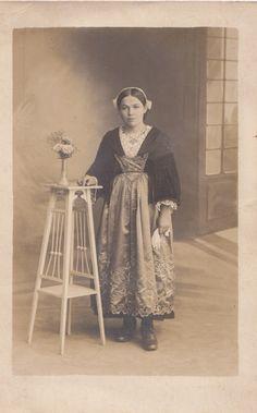 Costume de Questembert, pays Vannetais http://www.forum-breton.com/t14093-pays-de-questembert