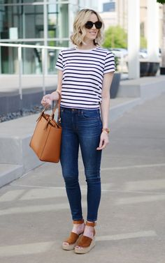Classic style: stripes and denim, Tory Burch tote, March Fisher wedges, easy outfit. inspiration classic simple Classic Style: Stripes and Denim + Linkup & Announcement - Straight A Style Tory Burch Tasche, Estilo Hipster, Classic Style Women, Simple Classic Style, Casual Style Women, Minimal Classic, Trendy Style, Simple Outfits, Summer Casual Outfits For Women