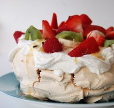 The Pavlova is a much celebrated Australian creation. The Pavlova, with its thin meringue shell and. No Egg Desserts, Healthy Desserts, Delicious Desserts, Dessert Recipes, Sydney Food, Australian Food, Sweet Tarts, Pavlova, Love Food
