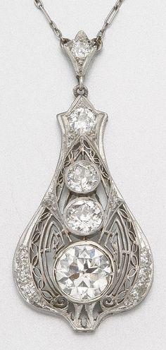 PLATINUM AND DIAMOND PENDANT NECKLACE, CIRCA 1920