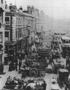 Commercial Street, Spitalfields, c. 1908. To the left you can see the Britannia pub on the corner of Dorset Street which was frequented by Mary Jane Kelly. The Britannia was demolished in 1929.