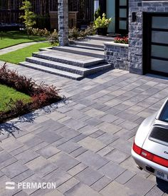 This paver and this stone are good allies for the exterior beauty of this residence Landscape Pavers, Driveway Landscaping, House Front, Patio Design, Dream Garden, Facade, Entrance, Entryway, Yard