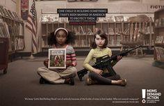 Uma criança está segurando algo que foi banido nos EUA para protegê las