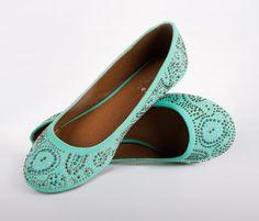 Flats esmeralda ID 128612 #priceshoes #lamodamasdeseada #shoes #flats #moda #fashion #style #look #mexico. ¡Adquiérelas en Price Shoes!