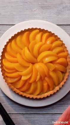 This isn't just an easy homemade peach pie recipe, but it's a no bake pie! All you need is canned peaches, double cream, some pastry dough and icing sugar. You can do it with your eyes closed. Tarte (Pie) No-Bake Peach Pie Homemade Peach Pie Recipe, Peach Pie Recipes, Sweet Recipes, Easy No Bake Recipes, Best Peach Pie Recipe, Cake Recipes, Baked Peach, Canned Peaches, Easy Desserts