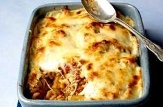 A filling, flavoursome and freezeable pasta bake from Womans Weekly with minced beef, lots of cheese and a dash of Worcestershire sauce. Cook along with Sue McMahons video recipe. Mince Dishes, Beef Dishes, Pasta Dishes, Meals To Make With Mince, Meals With Mince Beef, Baked Pasta Recipes, Meat Recipes, Baking Recipes, Recipies