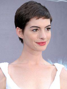 Inspire-se em Anne Hathaway para ganhar um visual novo e descolado