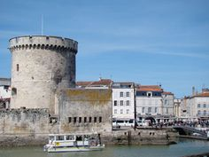 information about the famous towers of La Rochelle