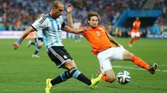 Semi Final : Netherland vs Argentina - Pablo Zabaleta challenged by Daley Blind