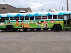 This is the wonderful CHOW BUS from Murfreesboro City Schools' (TN) Director Sandy Scheele ... with inside diner like seating so her crew can feed hungry children ‪#‎SummerMeals‬ filled with ‪#‎RealSchoolFood‬.