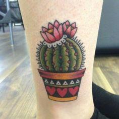 Tattoo de cacto com flor rosa