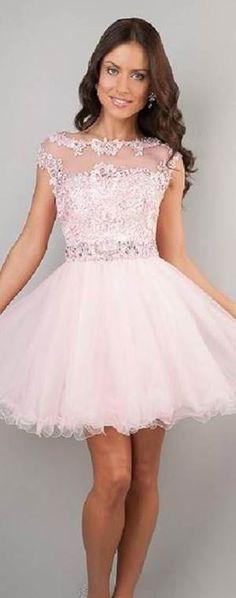 Veja 15 modelos de vestidos de renda super charmosos!