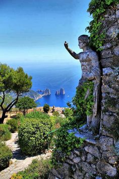 Stone statue and wall on Capri