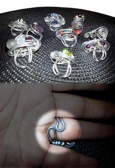 Die Ringe passen immer, weil Du sie selber in die richtige Größe bringen kannst. Hier, damit Du siehtst was ich meine.