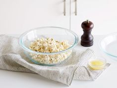 Microwave Popcorn : This easy alternative to bagged microwave popcorn doesn't cook in any oil or fat, so it has a clean, nutty flavor that goes well with a number of toppings — though you can't go wrong with classic melted butter. Homemade Microwave Popcorn, Microwave Recipes, Microwave Dishes, Popcorn Recipes, Snack Recipes, Cooking Recipes, Cooking Ideas, Surprise Recipe, Perfect Popcorn