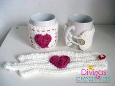 Especial San Valentín. Crochet y dos agujas para abrigar a una taza Crochet Coffee Cozy, Crochet Cozy, Quick Crochet, Love Crochet, Crochet Gifts, Crochet Flowers, Crochet Mask, Crochet Beanie, Crochet Christmas Ornaments