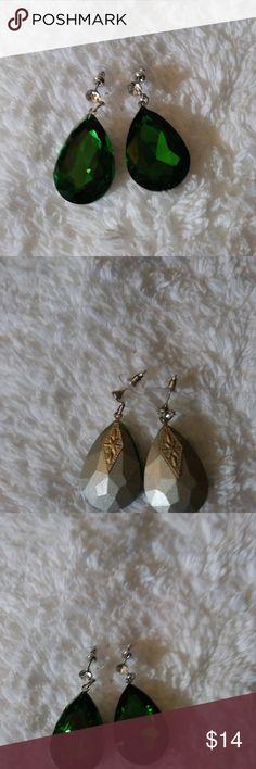 Beautiful emerald earrings w/ rhinestone Beautiful emerald earrings w/ rhinestone Jewelry Earrings
