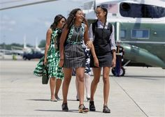 """Michelle Obama em Cabo Verde para """"promover o acesso da mulher à educação"""" http://angorussia.com/noticias/mundo/primeira-dama-norte-americana-michelle-obama-aterrou-no-domingo-na-ilha-do-sal-cabo-verde-passara-noite-iniciar-viagem-liberia-marrocos-promover-acesso-das-r/"""