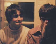 Oasis Liam Noel the saddest thing about it Great Bands, Cool Bands, Liam Gallagher Noel Gallagher, Oasis Music, Liam And Noel, Oasis Band, Jonathan Byers, Britpop, Green Parka