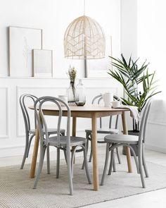 Adele silla gris / Adele, una silla con la que acertar siempre.  Completa tu mesa con la preciosa silla de madera Adele en color gris. Un bonito diseño de madera curvada, ideal para aportar un look retro y distintivo a tus estancias. ¡Prueba a combinarla en distintos acabados, seguro que te encanta! Dining Room, Dining Table, Look Retro, Fancy Houses, Wabi Sabi, House Styles, Interior, Inspiration, Furniture