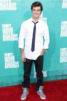 Photo of Beau Mirchoff - 2012 MTV Movie Awards - Arrivals - Picture Browse more than pictures of celebrity and movie on AceShowbiz. Movie M, Beau Mirchoff, Mtv Movie Awards, Celebs, Celebrities, Movies Showing, Celebrity Pictures, Awkward, Hot Guys