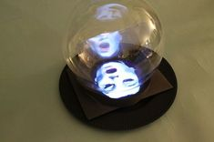 Crystal Ball (Madame Leota) Haunted Crystal Ball (Madame Leota) Using peppers ghost setup.'nHaunted Crystal Ball (Madame Leota) Using peppers ghost setup. Disney Halloween, Halloween Carnival, Diy Halloween Decorations, Holidays Halloween, Spooky Halloween, Vintage Halloween, Happy Halloween, Haunted Carnival, Haunted Props
