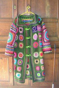 I started to crochet my first granny square for my jumper-to-be on last of October. Cardigan Au Crochet, Gilet Crochet, Crochet Coat, Crochet Jacket, Freeform Crochet, Crochet Shawl, Crochet Clothes, Pull Crochet, Mode Crochet