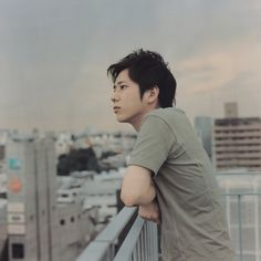 I can imagine if going out with Arashi members , they will be waiting like this -daydreaming- J Star, Ninomiya Kazunari, Face Pictures, Backstreet Boys, Good Looking Men, Best Actor, Boys Who, The Magicians, Korean Actors