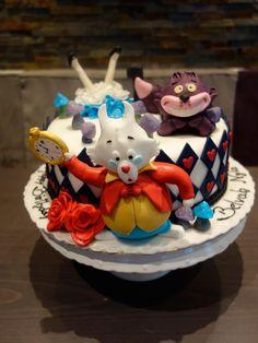 Wer bei diesem verrückten Wetter eine Teeparty veranstaltet kann bei uns auch gleich eine passende Torte bekommen. Mit breiter Grinsekatzen-Lächel-Garantie