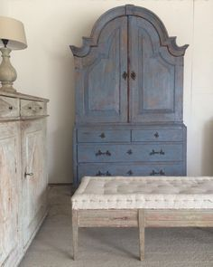 Decorative antique furniture with a particular fondness for Swedish Gustavian furniture and home accessories. Furniture Rehab, Decor, Vintage Interior Design, Furniture Makeover, Pretty Furniture, Furniture Inspiration, Find Furniture, Chalk Paint Furniture, Beautiful Furniture