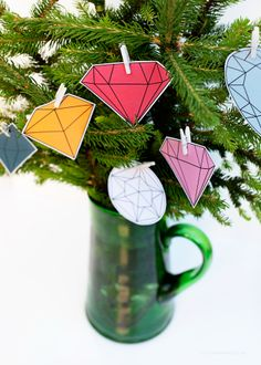 DIY Last minute christmas tree decorations + gem ornament freebie via Love From Ginger