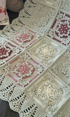 Discover thousands of images about Free crochet pattern casablanca crochet square – ArtofitNo pattern for this, but in studying the picture it seems easy to figure out. Looks like a double and treble crochet on those points of the grannies. Crochet Bedspread, Crochet Quilt, Crochet Blocks, Crochet Motif, Crochet Fabric, Granny Square Crochet Pattern, Afghan Crochet Patterns, Crochet Squares, Crochet Granny