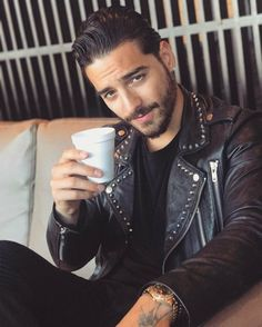 New Latino Guys – All those who have african american curly Afro look of your hair certainly not suggest that you can not place the hair into style. Y… - New Site Hair And Beard Styles, Curly Hair Styles, Maluma Haircut, Maluma Style, Maluma Pretty Boy, Streetwear, Curly Afro, Afro Hair, Guy Pictures