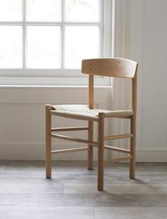 The Longworth Oak Chair is the perfect complement to our raw oak dining table. Crafted from the same sustainable oak with a jute seat for comfort. Round Oak Dining Table, Oak Dining Chairs, Table And Chairs, Dining Rooms, Dining Tables, Dining Area, Kitchen Dining, Kitchen Decor, Find Furniture