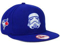 Colaboração inédita entre a New Era, a franquia de filmes Star Wars e a Major League Baseball, colocando lado a lado logos de times profissionais de baseball com um dos ícones da série...