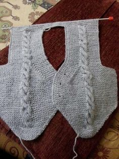 This Pin was discovered by Hum Jumper Knitting Pattern, Loom Knitting, Free Knitting, Baby Knitting, Crochet For Boys, Knitting For Kids, Crochet Baby, Knit Crochet, Baby Vest