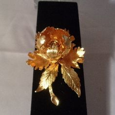 Coupon Code 582016  Warner Vintage Goldtone Floral Brooch where the flower actually opens and closes!  2 inches tall & Signed. Depending on how you want to wear it the flower at the top can be expanded. You can see more photos in our store at Etsy  Priced at $24. www.CCCsVintageJewelry.com.