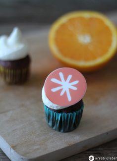 kleine Schokoladen Cupcakes mit Orangen Mascarpone Topping