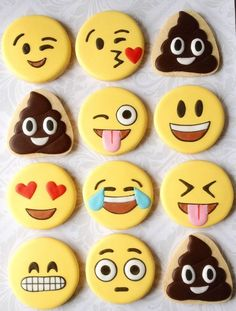 How cool to bake these cool emoji cookies with your kids! Or just buy simple cookies and start decorating. Iced Cookies, Cute Cookies, Royal Icing Cookies, Cookies Et Biscuits, Cupcake Cookies, Sugar Cookies, Meringue Cookies, Sugar Cake, Party Emoji