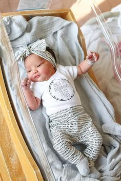 Newborn Coming Home Outfit Gender Neutral Hospital Outfit Cute Newborn Baby Girl, Newborn Girl Outfits, Baby Hospital Outfits, Newborn Onsies Girl, Newborn Baby Clothes, Newborn Babies, Mom Baby, Baby Kids, Newborn Coming Home Outfit