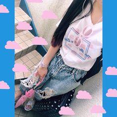 RRR BRAND T-SHIRT☁️ http://vantanotsp.thebase.in/items/1854583  今日はジーンズにインしてラフに着てみました!パンツに合わせるだけでも撮影のスカートの時とだいぶ雰囲気変わる 合わせやすいようにシンプルなデザインにしたので、みんなにも色んな合わせ方をして着てほしいな〜♡ #RunasFashion