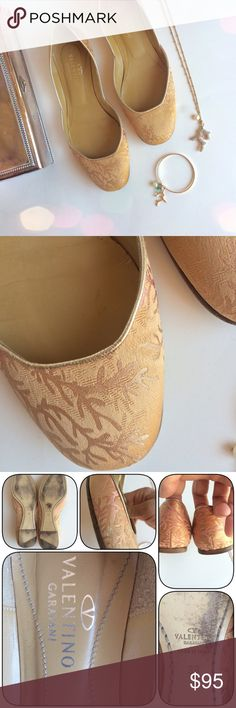 LOWEST🙈Valentino ballet flats Beauty & versatility.. These undersea design coral fabric and leather ballet Valentino flats are perfect w/ skinnies/boyfriend/ or skirts. Excellent condition save for small scuff on rt shoe. Color is I between blush/peach. Will include dusters .. NOT VALENTINO/ & a Box again .. NOT VALENTINO ( if requested) size 38 .. Runs a bit small .. Best for 7.5 or smaller 8. LOWEST LISTED🚫NO OFFERS🚫BUY IT NOW OPTION ONLY🚫I ONLY TRADE FOR CASH😉 Valentino Shoes Flats…