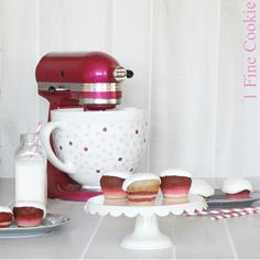 Pink Striped and Ombre Cupcakes tutorial recipe  PLUS a giveaway! #breastcancer #breastcancerawareness #kitchenaid #giveaway #sweeps #sweepstakes