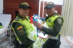 Policías salvan la vida de un bebé de un día de nacido