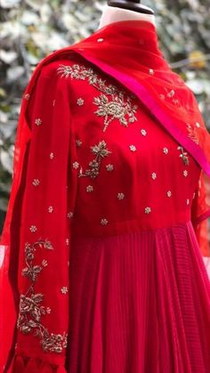 Pakistani Dress Design, Pakistani Dresses, Indian Dresses, Indian Outfits, Indian Designer Outfits, Designer Dresses, Embroidery Suits Design, Hand Embroidery, Embroidery Dress