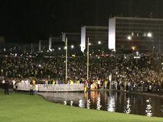 Dia 16 de março ficará para a história do país. Congresso Nacional, 22h, totalmente ocupado.