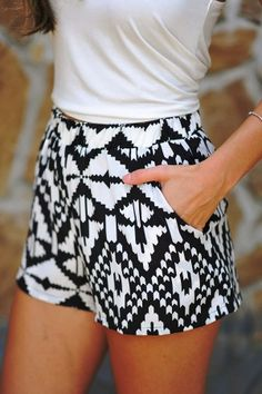 LoLoBu - Women look, Fashion and Style Ideas and Inspiration, Dress and Skirt Look Ensembles Outfit, Mode Monochrome, Aztec Shorts, Print Shorts, Shorts Ootd, Girl Shorts, Floral Shorts, Boho Shorts, Denim Shorts
