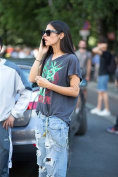 Pinterest: DEBORAHPRAHA ♥️ ripped denim with chains and large tshirt. I love casual chic looks